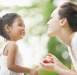 Con bị cận thị nặng hơn 5 độ, và hành động của người mẹ khiến hàng vạn người khâm phục