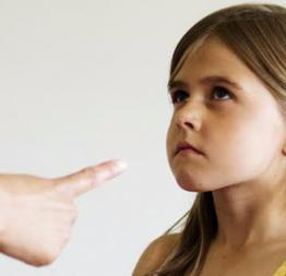 """Con trẻ """"càng dạy càng hư"""" vì 9 hành động này của bố mẹ: Điều thứ 2 và 9 nhiều người mắc phải nhất!"""