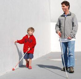 Câu truyện về cậu bé mù và bài học về thói quen dựa dẫm ỷ lại của con trẻ