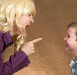 Trước khi mắng con hãy nghĩ thật kĩ, đừng vì một lời la mắng mà làm hỏng cả tương lai của con trẻ