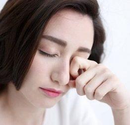 """5 sai lầm chăm sóc mắt nhiều người """"dính"""" phải khiến nguy cơ mắc bệnh càng tăng thêm"""