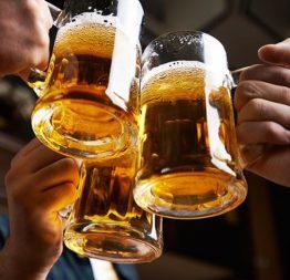 Bạn đã biết rượu bia ảnh hưởng thế nào đến mắt chưa?